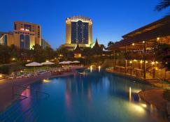 فندق الخليج البحرين قاعة مؤتمرات وسبا - المنامة - حوض السباحة