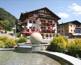 Hotel Eccher - Mezzana - Building