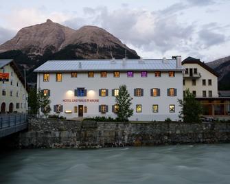 Hotel Gasthaus Krone - La Punt-Chamues-ch - Edificio