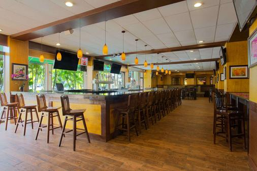 Ramada by Wyndham Tampa Airport Westshore - Τάμπα - Bar