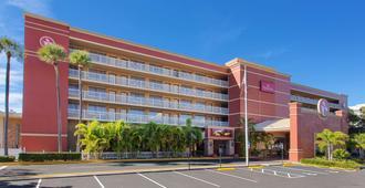 Ramada by Wyndham Tampa Airport Westshore - Tampa - Gebouw