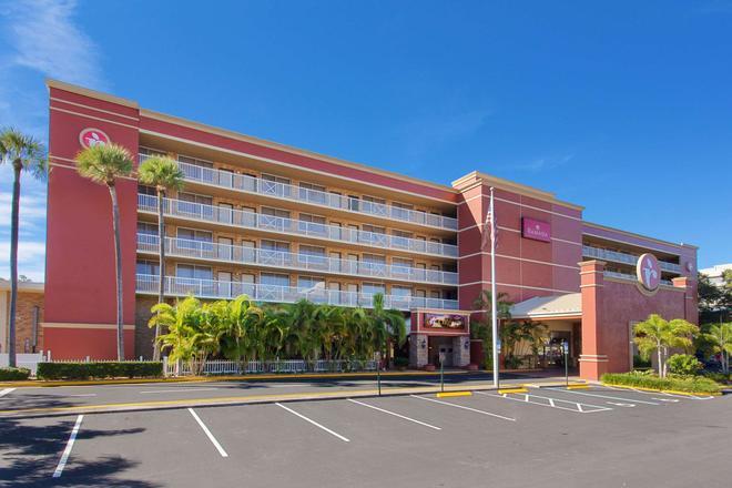 Ramada by Wyndham Tampa Airport Westshore - Tampa - Bâtiment