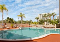 Ramada by Wyndham Tampa Airport Westshore - Τάμπα - Πισίνα