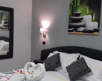 Hotel Lepinède - Lido di Liccola - Bedroom
