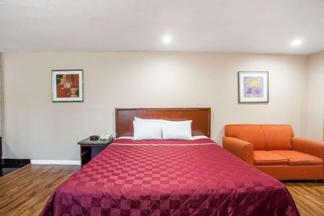 Travelodge by Wyndham Ontario - Ontario - Bedroom
