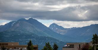 Bent Prop Inn & Hostel Midtown - Anchorage - Outdoors view