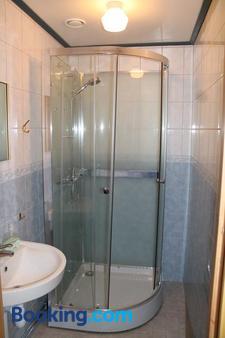 Trosa Vandrarhem - Trosa - Bathroom