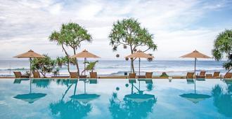 The Fortress Resort & Spa - גאלה - בריכה