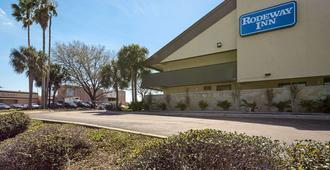 Rodeway Inn Tampa Near Busch Gardens-Usf - Тампа - Здание