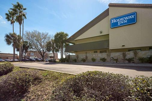 Rodeway Inn - Tampa - Building