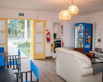 Pura vida Mae Hostel - Yerba Buena - Вітальня