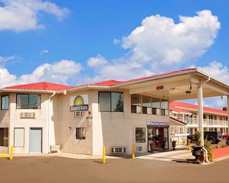 Days Inn by Wyndham Lakewood South Tacoma - Lakewood - Building