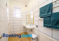 Coffee Home Hostel - Lviv - Bathroom