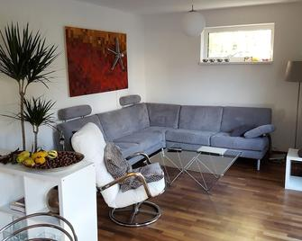 Comfortable 75 sqm apartment with garden and 2 terraces very close to Regensburg - Sinzing