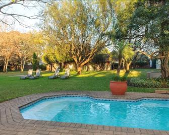 Safari Club Sa - Kempton Park - Piscina