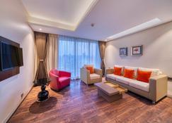 Holiday Inn Kolkata Airport - Kolkata - Living room