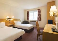 Days Inn by Wyndham Taunton - Taunton - Schlafzimmer