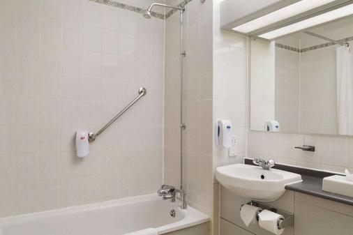 Days Inn by Wyndham Taunton - Taunton - Phòng tắm