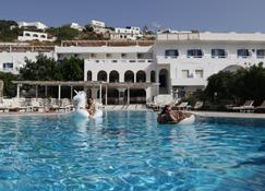 Armadoros Hotel / Ios Backpackers - Ios - Pool