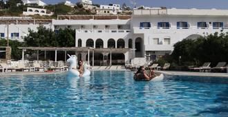Armadoros Hotel / Ios Backpackers - Ios - בריכה