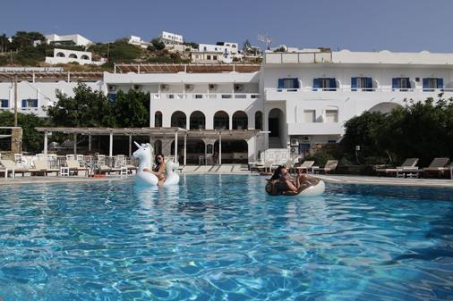 Armadoros Hotel / Ios Backpackers - Ios - Pool
