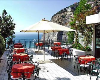 Panorama Palace Hotel - Meta - Restaurace