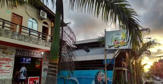 Hostal Beautiful Year - Montañita (Guayas) - Vista del exterior