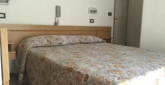 Hostel Bella Rimini - Rimini - Schlafzimmer