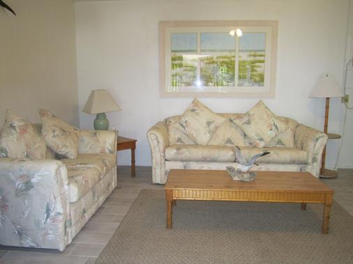 Anchor Inn and Cottages - Sanibel - Living room
