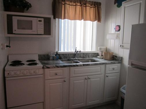Anchor Inn and Cottages - Sanibel - Kitchen