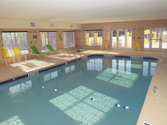 La Quinta Inn & Suites by Wyndham Macon West - Macon - Pool