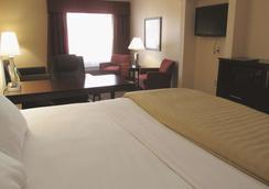 La Quinta Inn & Suites by Wyndham Macon West - Macon - Bedroom