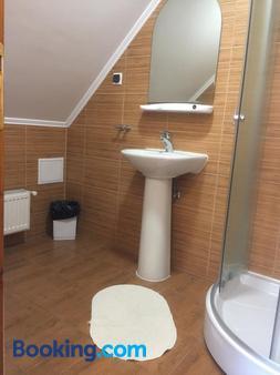 Pension Green Park - Braşov - Bathroom