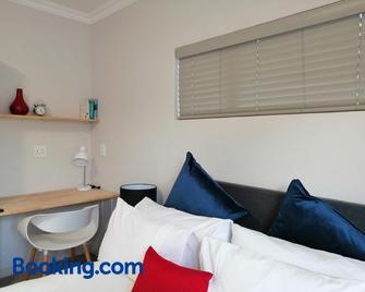 Hills View - Roodepoort - Wohnzimmer