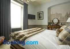 Crown Hotel - Blandford Forum - Bedroom