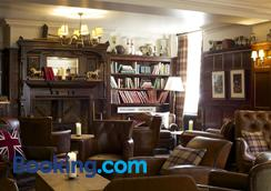 Crown Hotel - Blandford Forum - Lounge