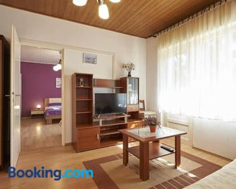 Apartments and rooms with parking space Trogir - 13102 - Trogir - Wohnzimmer