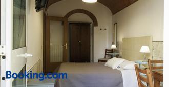 Bed & Tower - Pisa - Bedroom