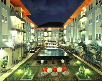 Hotel & Residences Revierview Kuta - Associated Harris - Kuta - Pool