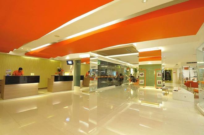 Harris Hotel & Residences Riverview Kuta - Kuta - Lobby