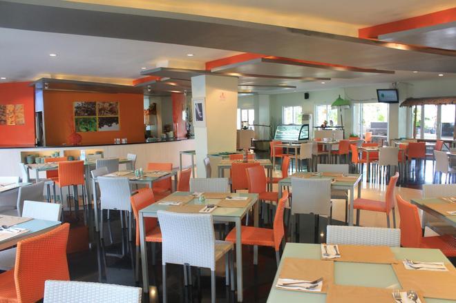 Harris Hotel & Residences Riverview Kuta - Kuta - Restaurant