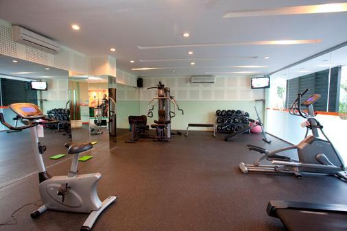 Harris Hotel & Residences Riverview Kuta - Kuta - Gym