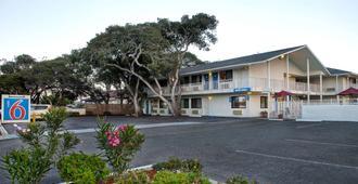 Motel 6 Monterey - מונטריי