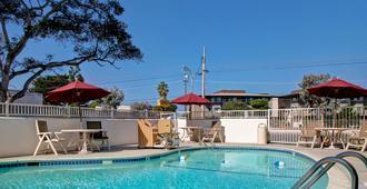 Motel 6 Monterey - מונטריי - בריכה