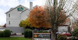 La Quinta Inn & Suites by Wyndham Eugene - Eugene - Building