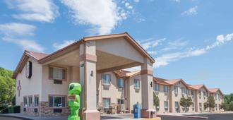 Super 8 by Wyndham Roswell - Roswell