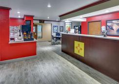 Super 8 by Wyndham Roswell - Roswell - Front desk