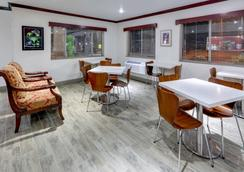Super 8 by Wyndham Roswell - Roswell - Restaurant