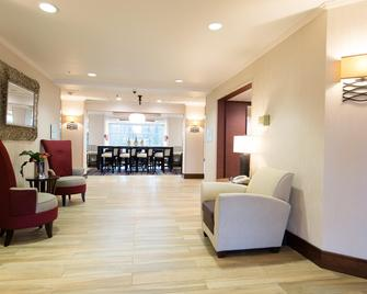 Holiday Inn Express & Suites Walterboro I-95 - Walterboro - Lobby