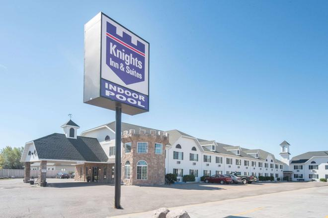 Knights Inn and Suites Grand Forks - Grand Forks - Edificio